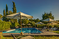 holiday rooms with pool close to siena