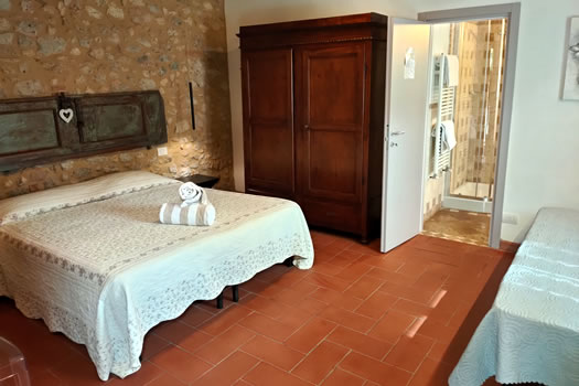 Rooms for 3 people in Famrhouse near San Gimignano - Casanova di Pescille
